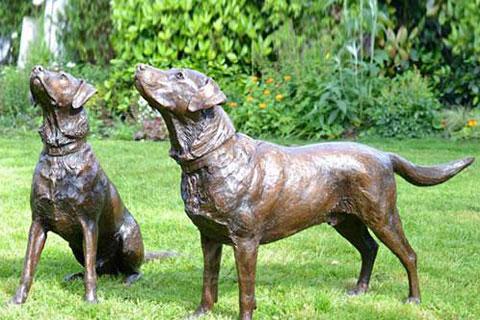 Декоративная скульптура собаки из бронзы в искусстве