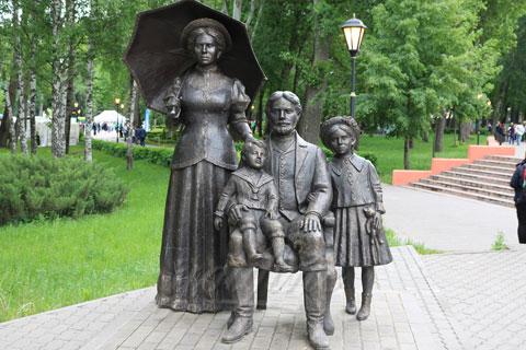 Заказать бронзовую скульптуру людей с детьми ручная работа на улице в искусстве