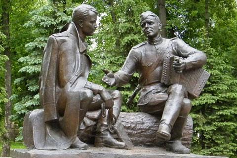Заказать бронзовую статуэтку боец ручная работа на улице в искусстве
