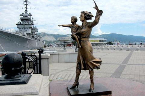 Заказать бронзовую статуэтку семьи женщины с детьми ручная работа на улице в искусстве для продажи