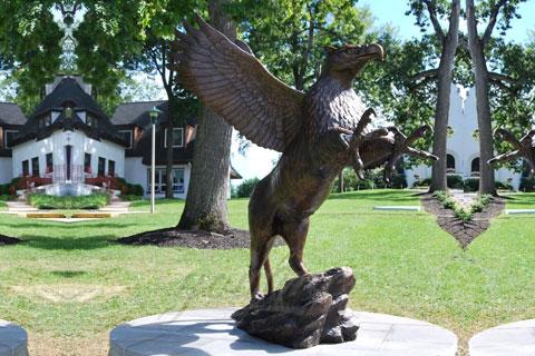 Изобразительная скульптура орла из меди как вид искусства в царском селе