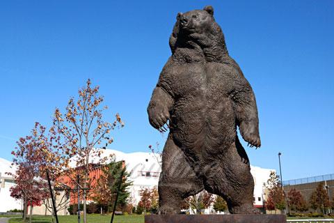 Романская скульптура Медведя из бронзы в искусстве