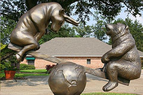 Статуэтка из бронзы Оленя и медведя в искусстве для декорации