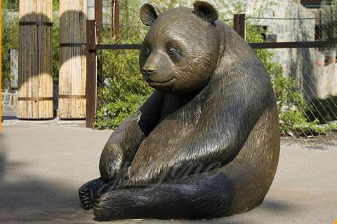 Статуэтка из бронзы панды в искусстве для декорации