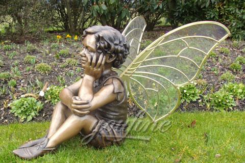 Большая скульптура ангела в искусстве на улице