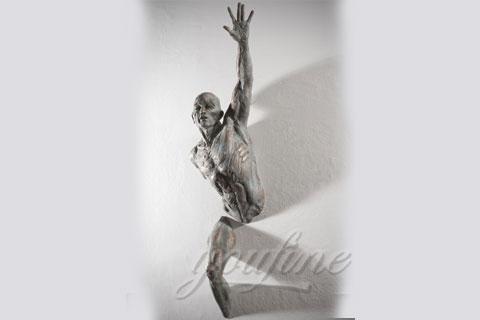 Купить Проходящий сквозь стены скульптура в интерьере