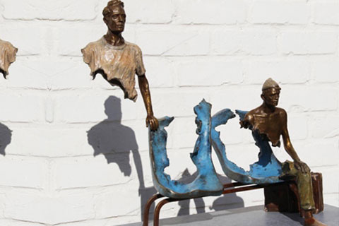 Необычная Опустошенные скульптуры из бронзы