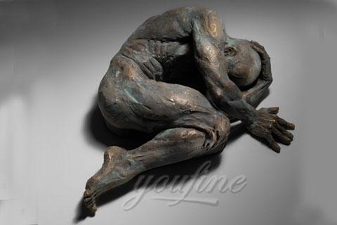 Продать Проходящий сквозь стены скульптура в интерьере