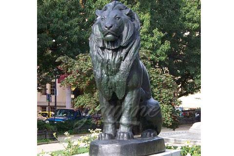 Скульптура Сидящего Льва для декора