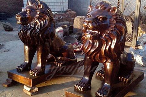 Уличная скульптура Сидящего Льва для декора