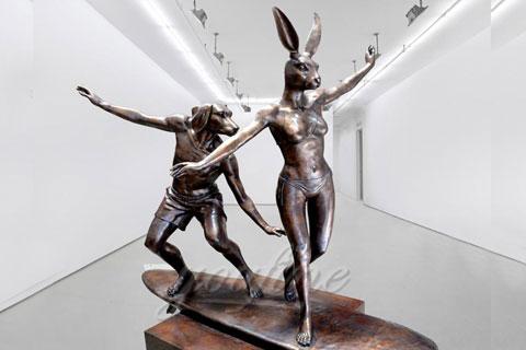 Статуя оленя в интерьере для декора