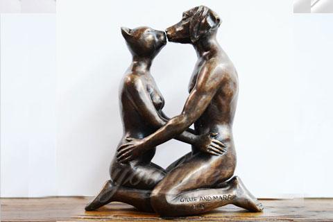 Статуя оленя из бронзы в интерьере