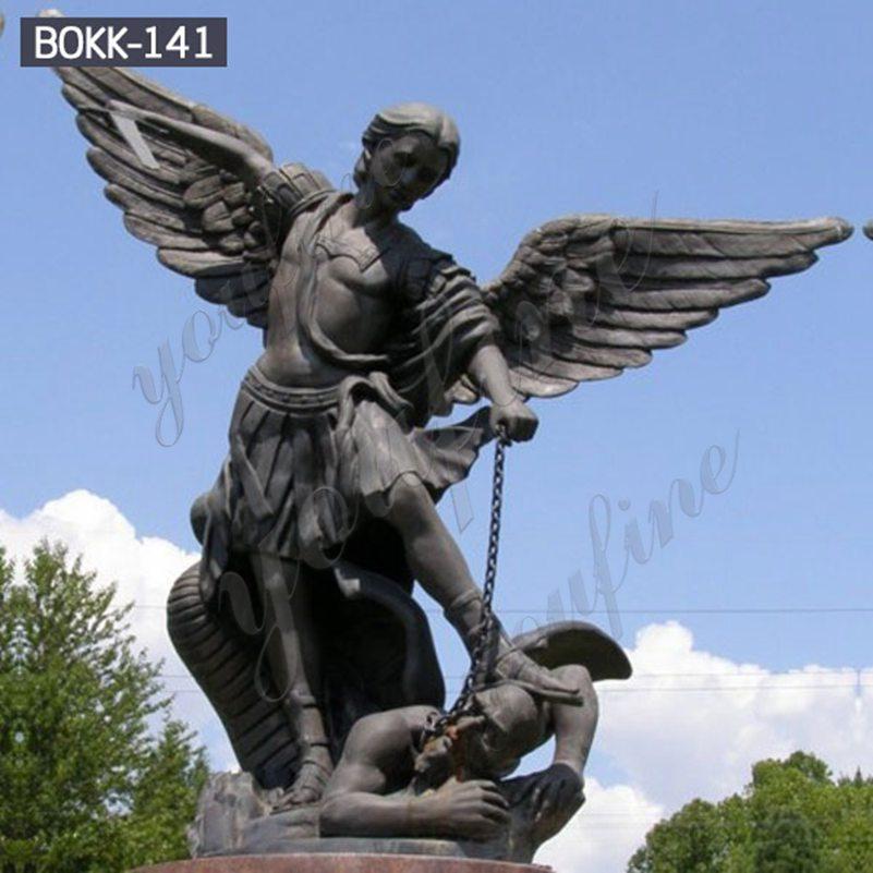 Античная большая бронзовая статуя Святого Михаила убивающего демона для продажи BOKK-141