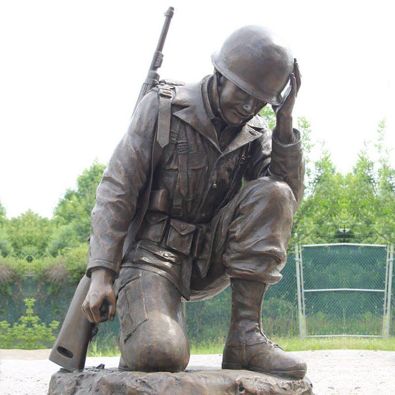 Заводской Памятник Цена Жизнь Размер Бронзовая Статуя Коленопреклоненного Солдата BOKK-481