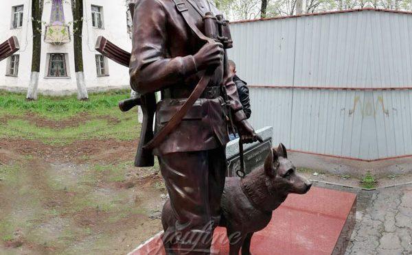 Старинный бронзовый солдат и статуя собаки на продажу