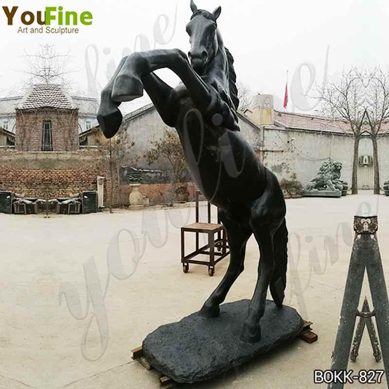 Купить бронзовую черную скачущую статую лошади в натуральную величину от заводских поставок BOKK-827