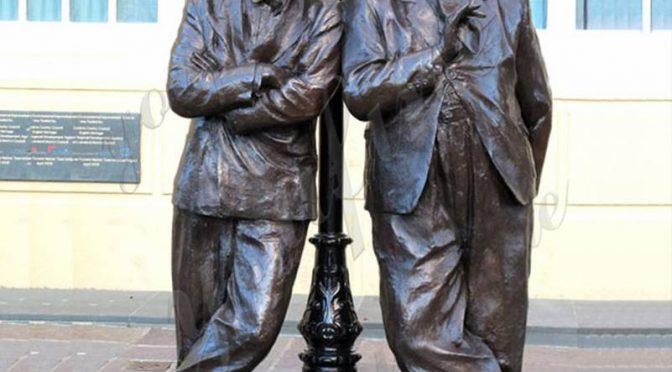 Фабрика поставляет знаменитую бронзовую статую Лавра и Харди для продажи