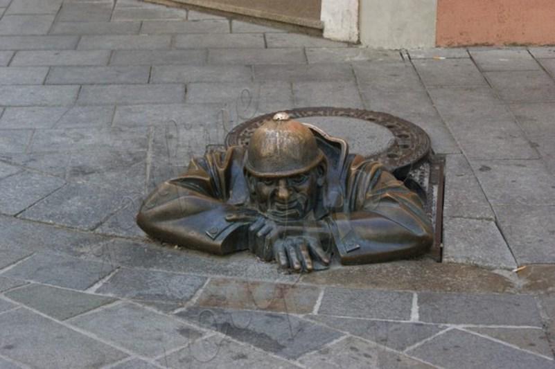 Знаменитая бронзовая статуя на продажу