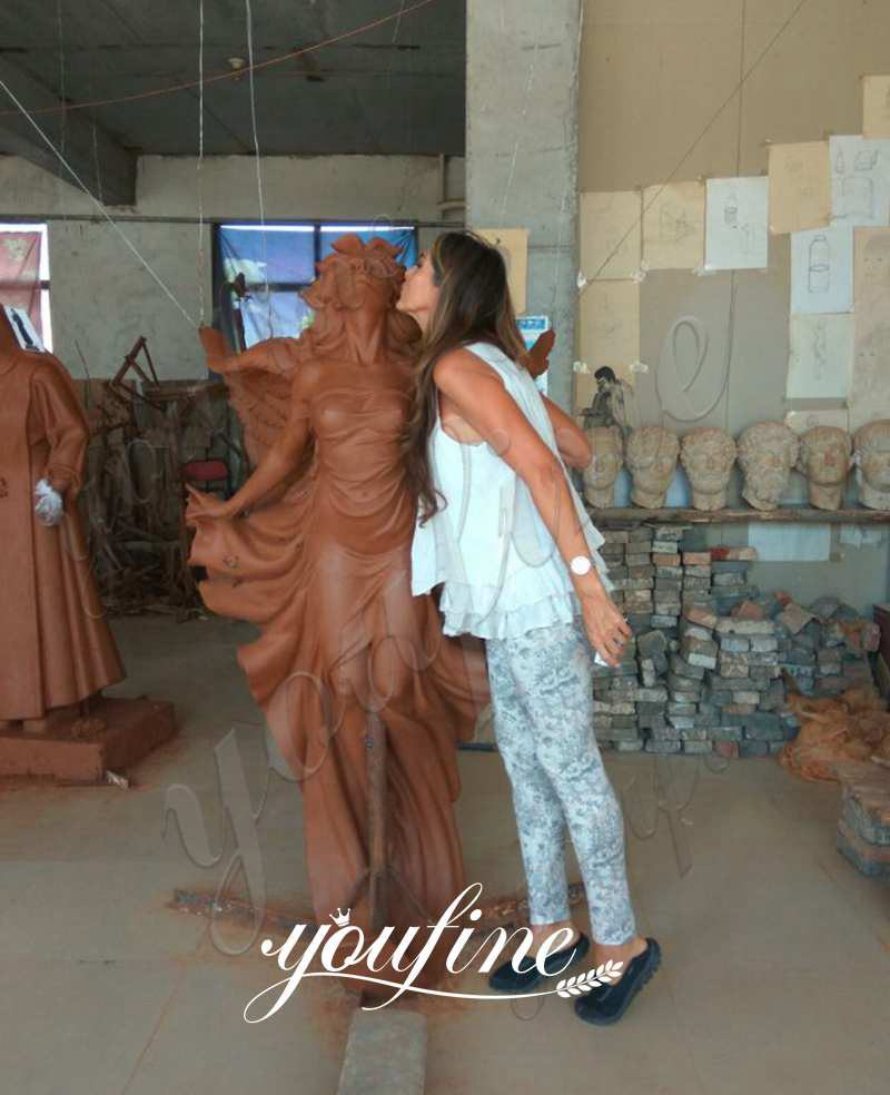 бронзовая статуя ангела