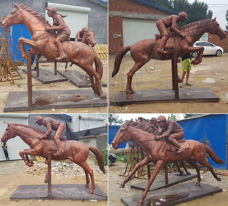 Бронзовая статуя скачущей