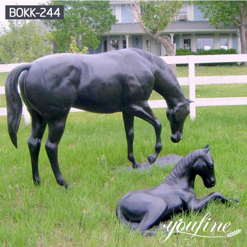 В натуральную величину Кобыла и кобылка Бронзовые Статуи пасущихся лошадей Поставщики BOKK-244